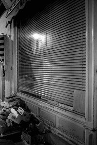 Vitrine la nuit à Blois